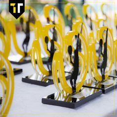 Troféu personalizado em acrílico e base de vidro para a XVI Copa de Tênis Dupla Centenária Nikkey realizada no Clube Nipo de Brasília.