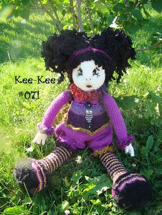 Kee-Kee, many gorgeous knitted dolls!!! #071