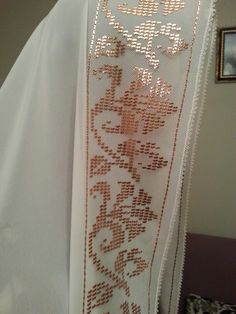 namaz örtüm :) Embroidery Needles, Embroidery Art, Cross Stitch Embroidery, Drawn Thread, Thread Work, Cross Stitch Borders, Block Design, Weaving Patterns, Bargello