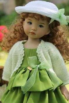 A French blog site with beautiful knitted and sewn doll clothing, for all sizes of dolls.