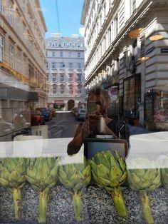 Artichokes with lemon ayoli. Artichokes, Vienna, Street Food, Four Square, Vegetarian Recipes, Lemon, Street View, Artichoke, Vegetable Dip Recipes