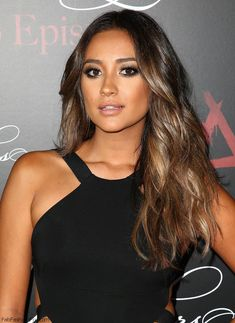 Shay Mitchell with glowing bronzed skin and smokey eyes makeup look