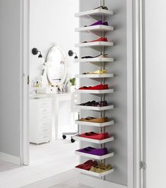 Smart shoe shelf
