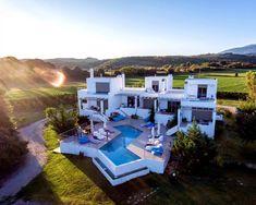 GRIEKENLAND - Lefkas - AAN het strand liggen prachtige appartementen met zwembad en eigen plungepool op je terras - bbq - voetbalveldje - veel te doen hier op Lefkas - Boek 'm nu bij ons op https://www.mrsnomad.nl/accommodaties/203-appartementen-aan-zee-griekenland/
