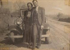 Buy online, view images and see past prices for Clyde Barrow & Bonnie Parker (Bonnie & Clyde). Barrow family photo albums and scrapbooks. Invaluable is the world's largest marketplace for art, antiques, and collectibles. Bonnie Clyde, Bonnie And Clyde Photos, Bonnie Parker, Family Photo Album, Family Photos, Old Photos, Vintage Photos, Love You Sis, Mountain Drawing