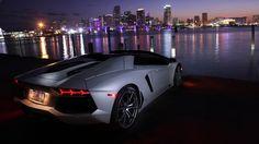Aventador LP 700-4 Roadster Lasciatevi sorprendere dalla galleria immagini della Lamborghini Aventador LP 700-4 Roadster.