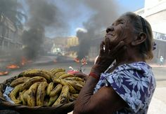 A old women selling banana amidst protest in honduras~just another day for this dear woman. Honduras, Bbc News, Half The Sky, Street Vendor, Old Women, Corporate Events, Life Is Good, The Neighbourhood, British