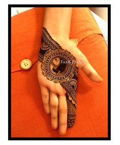 No photo description available. Modern Henna Designs, Peacock Mehndi Designs, Henna Tattoo Designs Simple, Mehndi Designs Book, Latest Bridal Mehndi Designs, Indian Mehndi Designs, Stylish Mehndi Designs, Mehndi Design Pictures, Beautiful Henna Designs
