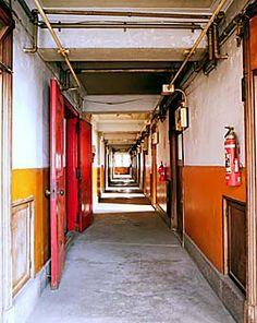 大塚女子アパート 5 Japan Apartment, Beautiful Ruins, Retro Pop, Modern City, Old Buildings, Fashion Images, Color Photography, Hot Springs, Scenery