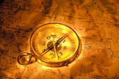 Mapa, brújula, la flecha fondo