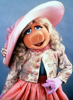 Miss Piggy was one of the first read aloud I did as a kindergarten student. I loved it so much because my teacher put the audio tape on the voice of Miss Piggy and she even had the doll. Miss Piggy Muppets, Kermit And Miss Piggy, Kermit The Frog, Danbo, Muppet Babies, Fraggle Rock, The Muppet Show, Jim Henson, This Little Piggy