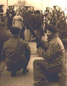 Normal people turned into the peoples army. Fighting for the freedom of Ireland from British control. Northern Ireland Troubles, Irish Independence, Irish Republican Army, Fighting Irish, Freedom Fighters, Irish Dance, Dublin Ireland, History Facts, Back In The Day