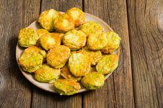 Sajtos medvehagymás pogácsa - Recept   Femina Cauliflower, Vegetables, Ethnic Recipes, Food, Cauliflowers, Meal, Eten, Veggie Food, Hoods