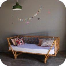 Chambre enfant lit en rotin suspension boule blanche lit for Meubles osier montreal