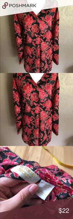 ⬇️Vintage Victoria's Secret LS Sleep shirt Floral Please see photos for all measure and detail prior to purchase. 34 inches in length  This item was pre owned and gently worn. It comes from a smoke free home. There are no holes, rips, tears or stains to note. Fast shipping! Buy with confidence. Thanks for looking!! Victoria's Secret Intimates & Sleepwear Pajamas
