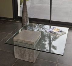[Table design socle beton] I love how the mass of concrete block pokes through the glass. Inspiration fuer Solits, www. Concrete Stone, Concrete Design, Concrete Blocks, Concrete Furniture, Diy Furniture, Furniture Design, Console Design, Table Design, Sheet Metal Roller