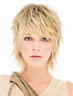Idée Tendance Coupe & Coiffure Femme 2018 : : Short Haircuts For Fine Hair Bing Images Short Razor Haircuts, Short Shag Hairstyles, Short Layered Haircuts, Haircuts For Fine Hair, Feathered Hairstyles, Short Hairstyles For Women, Messy Hairstyles, Layered Hairstyles, Hairstyle Ideas