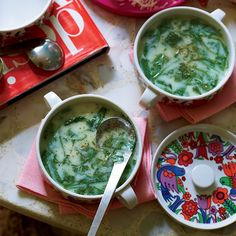 Spinach Soup This comforting Italian chicken soup is loaded with spinach and ribbons of beaten egg. - This comforting Italian chicken soup is loaded with spinach and ribbons of beaten egg. Spinach Soup, Creamy Spinach, Spinach Recipes, Healthy Recipes, Healthy Tips, Spinach Salads, Weekly Recipes, Baby Spinach, Healthy Snacks
