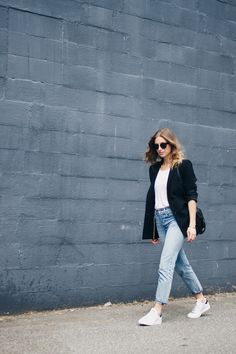 girlfriend jeans, blazer, adidas stan smith, fashion blog, celine sunglasses, blonde beachy hair