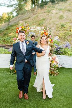 Backyard Micro Wedding during Covid-19 Pandemic | Los Angeles Backyard Wedding Photos | Los Angeles Wedding Photography for fun people all the way from Palm Springs to San Francisco. Get all the inspo for your covid safe micro wedding ceremony on my boards ✨ #microwedding #backyardwedding #covidwedding Source: Cheers Babe Photo | Los Angeles