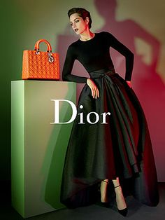 Marion Cotillard: New Lady Dior Campaign Images!: Photo Check out Marion Cotillard looking gorgeous in these brand new images for her newly released Lady Dior campaign. The actress is described in the campaign… Lady Dior, Dior Fashion, Womens Fashion, Trendy Fashion, Fashion News, Fashion Beauty, Luxury Fashion, Modern Vintage Fashion, Vogue Fashion