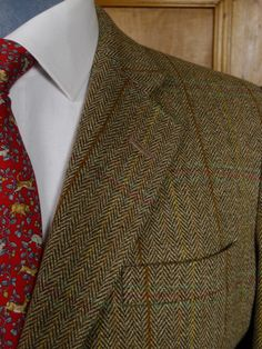 A more 'gentrified' tweed. Could get away with this one in Mayfair. Herringbone weave with windowpane overcheck.