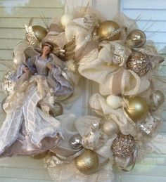 20 elegant christmas decoration ideas 00012 20 elegant christmas decoration ideas 00012 The post 20 elegant christmas decoration ideas 00012 appeared first on Belle Ouellette. Christmas Mesh Wreaths, Christmas Swags, Burlap Christmas, Christmas Door, Deco Mesh Wreaths, Christmas Angels, Country Christmas, Christmas Christmas, Christmas Projects