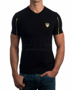 Camisetas Armani EA7 Cuello Pico Negra - Logo Dorado Armani Brand, Stylish Mens Fashion, Polo T Shirts, Casual T Shirts, Mens Clothing Styles, Emporio Armani, Mens Tees, Shirt Style, Shirt Designs