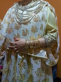 R'da details De plus près Kaftan Moroccan, Oran, Lace Tunic, Traditional Outfits, White Lace, Style, Fashion, Kaftan, Swag