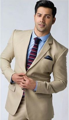 Hero look 😍❤️ Varun Dhawan Body, Alia Bhatt Varun Dhawan, Indian Celebrities, Bollywood Celebrities, Mens Fashion Suits, Mens Suits, Groom Suits, Alia And Varun, Sr K