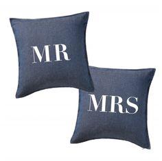 ウェディングクッションならEYMのおしゃれなデニム生地のウェディングクッションを♡「MR」「MRS」の文字入りクッションは海外で結婚式アイテムの一つとして使用されています。EYMのオリジナルウェディングクッション【Mr & Mrs/デニム】は結婚式後も新居で使用しやすいようにデニム生地にシンプルなデザインのクッションになっています♪高砂ソファの装飾としてもおうちのインテリアとしても活躍してくれる万能なクッションはウェディンググッズ通販サイトEYMにて販売中です♡