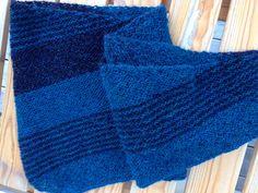 Modell Clara Falks Medvind sjal. Strikket av minialpakka og drops alpakka.