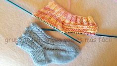 ARTES-ANAS: CALCETINES 2 AGUJAS FÁCILES, (PRINCIPIANTE) Knitting Socks, Knitting Needles, Human Knee, Knit Shoes, Winter Time, Winter Season, Fingerless Gloves, Arm Warmers, Knit Crochet