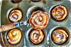 Mini No-Yeast Cinnamon Buns. These mini cinnamon buns take less than 20 minutes to prepare and have NO yeast! A quick and simple way to turn crescent roll dough into a delicious morning treat. Köstliche Desserts, Delicious Desserts, Yummy Food, Mini Cinnamon Buns, Cinnamon Rolls, Yummy Treats, Sweet Treats, Sallys Baking Addiction, Sweet Recipes