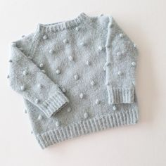 • P o p c o r n G e n s e r • Probably the softest knit in Fies wardrobe. Knitted in #dropsalpaca and #dropsbrushedalpacasilk I made it a bit oversize so she could wear it with leggings on those colder days. Get the pattern at: paelas.com #paelas #popcorngenser #strikkemamma #hjemmestrik #hjemmestrikk #knitinspo123 #knitting_inspiration #knitted_inspiration #kidsfashion #soft #barnestrikk #strikktilbarn #knitforkids #knitfashion