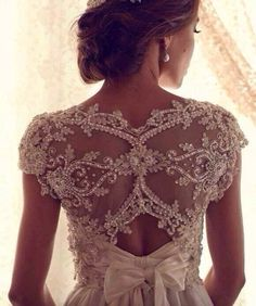 Today's post is all about Anna Campbell! Check out her incredible designs! Check out her site for more gorgeous gowns! Anna Campbell's… Stunning Wedding Dresses, 2015 Wedding Dresses, Wedding Bows, Beautiful Dresses, Dresses 2013, Peacock Wedding, Beautiful Beautiful, Gorgeous Dress, Trendy Wedding