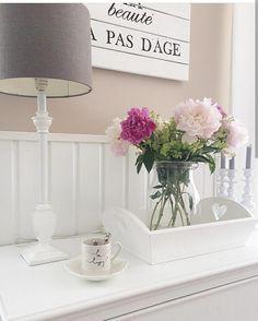L'immagine può contenere: tabella, pianta e spazio al chiuso