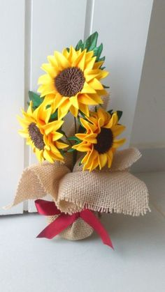 Pin on manualidades Paper Sunflowers, Paper Flowers Diy, Fabric Flowers, Sunflower Burlap Wreaths, Sunflower Crafts, Sunflower Nursery, Felt Crafts, Diy And Crafts, Christmas Crafts To Make And Sell