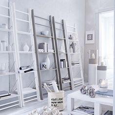 Regal in Form einer Leiter in grau, weiß bei IMPRESSIONEN