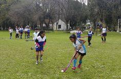 Niñas y jóvenes disfrutaron de una jornada de hockey social La actividad tuvo lugar en San Isidro. Participaron doce instituciones deportivas pertenecientes a las localidades de Moreno, Merlo, José C. Paz, Gral. Rodríguez, Pilar, La Matanza, San Martín y San Isidro.