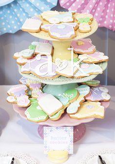 http://aandklollybuffet.com/2013/12/28/pastel-cute-as-a-button-baby-shower-dessert-buffet/
