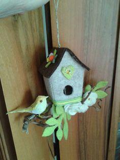 casetta con uccellino