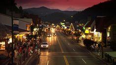 great smokey mountains..Gatlinburg Tennessee....mountains every where.