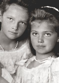 Grand Duchesses Tatiana and Marie Nikolaevna of Russia, 1906.