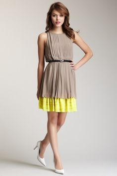 Sleeveless Two-Tone Pleated Dress
