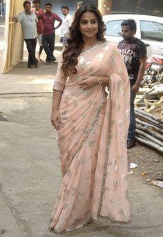 Vidya Balan Long Hair In Pink Saree At Movie Promotions