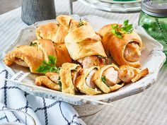 Hähnchen-Croissants Rezept   LECKER Daily Health Tips, Snacks Für Party, Crescent Rolls, Croissants, Health And Wellbeing, Health Problems, Fresh Rolls, Natural Remedies, Snack Recipes