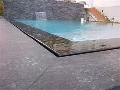 Piscine on pinterest construction aix en provence and pools for Piscine miroir filtration