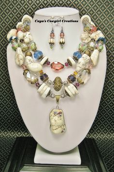 STATEMENT CHUNKY Western Bride / Bridal Necklace / White / Soft Pastels Triple Strand Cowgirl Necklace Set - BRiDeS DayDReaM