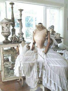 Mannequin & dress display